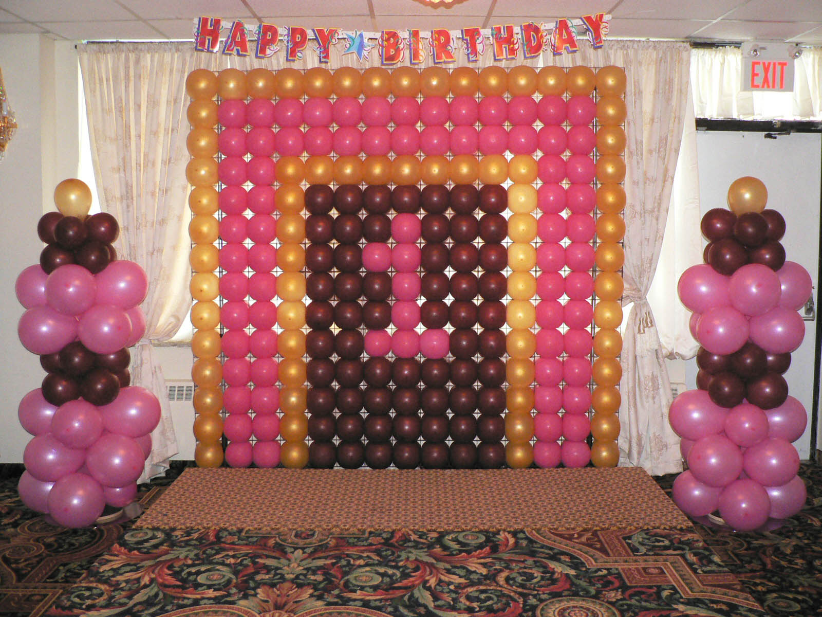 Birthday balloon decoration with number photo albums for Balloon decoration ideas for 1st birthday